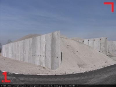 ściana oporowa z płyt oporowych